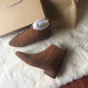 NEW IN BOX Lucky Brand Suede Chelsea Boots